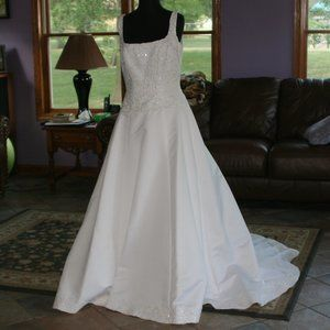 White Wedding dress with Embroidery and Straps